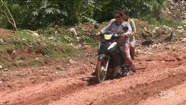 Moradores da zona rural de Bom Jardim reclamam das más condições das vias - Com as chuvas, a lama deixou a estrada intrafegável e quem precisa seguir viagem também corre o risco de ficar pelo meio do caminho.