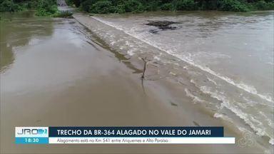 Trecho da BR-364 entre Ariquemes e Alto Paraíso está inundado - Nível do Rio Jamari continua subindo.