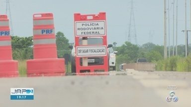Cinco pessoas morreram em acidentes de trânsito no trecho Norte da BR-156, em Macapá - Foram dois acidentes aconteceram no período de cinco horas, entre a tarde e noite de sexta-feira (8).