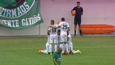 Jefferson aproveita sobra na pequena área e empurra para o gol vazio - Atacante marcou para o Manaus