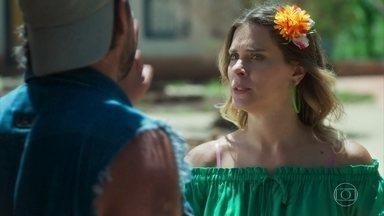 Afrodite enfrenta Nicolau e exige seus direitos - Chapeiro fica perplexo com o comportamento da esposa, desconta sua raiva em Bebeto e deixa o filho cuidando do quiosque