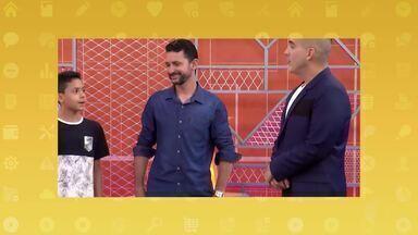 'Compartilha' conhece o Vinicius, participante de Itaquá no The Voice Kids - Filipe fez uma surpresa para ele na escola