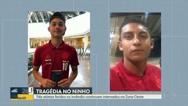 Atletas feridos em incêndio no Ninho do Urubu permanecem internados - Três adolescentes feridos no incêndio no centro de treinamento do Flamengo permanecem internados. Kauan Emanuel teve alta do CTI nesta segunda (11).