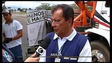 Técnicos aferem quantidade de poluentes emitidos por veículos de carga em Araxá - Reportagem acompanhou o trabalho do do Sest/Senat numa rodovia da cidade.