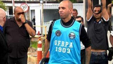 Com apoio e recepção da torcida, Tardelli desembarca em Porto Alegre - Assista ao vídeo.