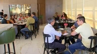 Número de restaurantes cresce em Rio Preto nos últimos anos - O número de restaurantes cresceu em São José do Rio Preto (SP) nos últimos anos e, com isso, novas vagas de empregos foram criadas.