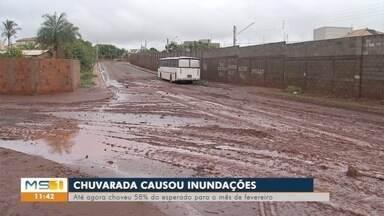 Chuva causa transtornos e inunda casas em Campo Grande - Até quarta-feira (13) choveu 58% do esperado para todo o mês de fevereiro.