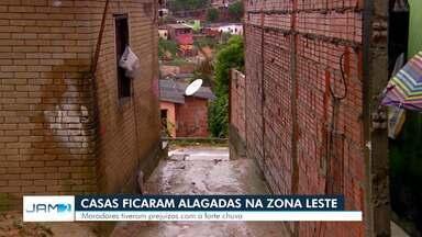 Casas ficam alagadas durante chuva na Zona Leste de Manaus - Mais de 30 ocorrências foram registradas pela Defesa Civil.