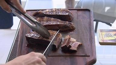 Boutique de carnes atrai clientes que amam fazer churrasco - Clientes podem tomar um café ou uma cerveja enquanto aguardam o pedido. O objetivo é vender experiência.