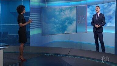 Do outro lado da bancada, Maria Júlia Coutinho chama destaques da previsão de tempo - A previsão é de chuva forte no Centro-Oeste e no Norte.