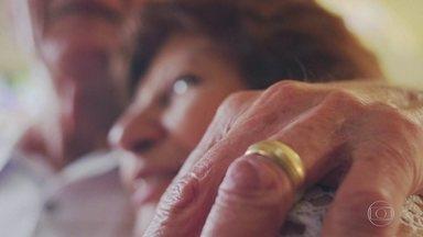 Conheça história em que a boa vontade fez aliança com o amor para um final feliz - Casado há 55 anos, Seu Vicente perdeu a aliança após ir ao supermercado. O aposentado ficou mal e contou com a ajuda de Regina para voltar a sorrir.