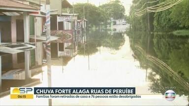 Chuva forte alaga ruas de Peruíbe - Famílias foram retiradas de casa e 76 pessoas estão desabrigadas