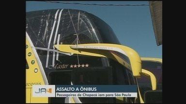 Passageiro é baleado durante assalto a ônibus de turismo de Chapecó - Passageiro é baleado durante assalto a ônibus de turismo de Chapecó