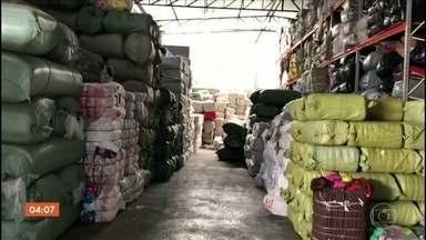 Policiais descobrem depósito de cargas importadas e armas em Itupeva (SP) - Os agentes acreditam que o galpão era usado por uma quadrilha que roubava produtos contrabandeados. Três pessoas foram presas.