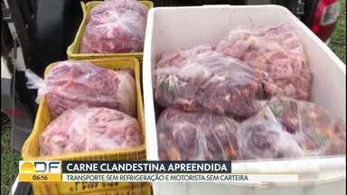 Polícia apreende 120 quilos de carne clandestina - A apreensão foi em Taguatinga. O carro onde a carne era transportada não tinha refrigeração. O motorista não tinha licença nem carteira de habilitação.