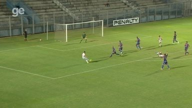 Randerson pega livre na área, mas pega mal na bola e desperdiça chance - Fast vence o Princesa por 1 a 0, nesta quarta, pelo Campeonato Amazonense