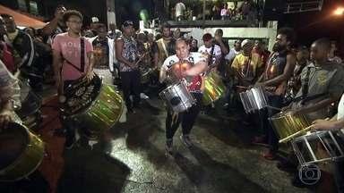 Ritmista da Vai-Vai comemora sucesso de vídeo com ela tocando repique - A mestre de bateria Jady conta como é ser a única mulher a comandar o coração da escola de samba de São Paulo.