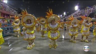 Primeiro dia de desfiles no Rio de Janeiro contou com muita beleza e emoção - O primeiro dia de desfile das escolas de samba do Rio de Janeiro terminou na manhã desta segunda (4). Escolas de samba brilharam na Marquês de Sapucaí.