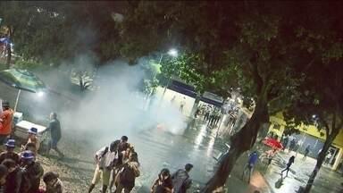 Jovem é baleado na volta para casa após o carnaval de Brasília - Um jovem foi baleado numa estação do BRT.