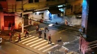 Bloco Agora Vai acusa PM de truculência - Vídeos mostram policiais atirando em foliões que estavam na calçada. Bloco já havia terminado, não havia música nem ruas interditadas
