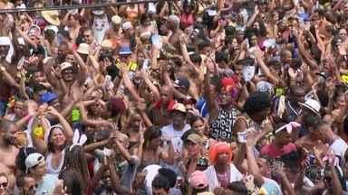 Foliões se despedem do carnaval de rua Brasil afora - Milhares de foliões se despediram neste domingo do carnaval de rua, mas se dependesse da animação nos blocos, a festa não acabava, não.