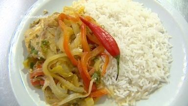 Parte 3: Aprenda a fazer uma moqueca de peixe com arroz de coco - Acompanhe os passos.