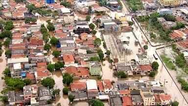 Moradores do ABC e da Zona Leste de SP vivem madrugada de medo - Dos 12 mortos por causa da chuva, quatro estavam numa casa que desabou em Ribeirão Pires.