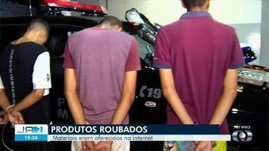 Polícia prende, em Goiânia, grupo que estava vendendo produtos roubados em sites - Presos foram levados para a central de flagrantes.