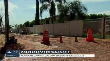 Obras paradas trazem transtornos para moradores em Vicente Pires - Lama e poeira tiram a paz de quem vive na Colônia Agrícola Samambaia. Vias estão esburacadas. GDF diz que obras estão em andamento.