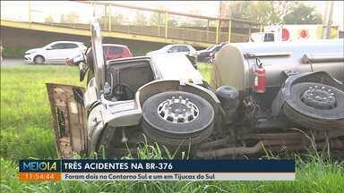 Três acidentes deixaram trânsito complicado na BR-376 - Um deles foi no Contorno Sul, perto das seis e meia da manhã.