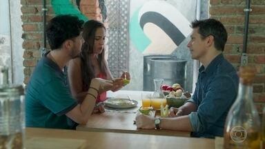 Paulo convoca a família para anunciar a gravidez de Marli - Getúlio pede para ser o padrinho do filho do casal