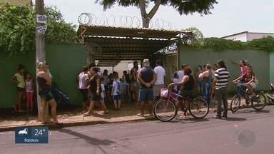 Tragédia em Suzano, SP, deixa pais de alunos em Ribeirão Preto em alerta - Eles reclamam de falta de segurança e da facilidade para entrar nas escolas.