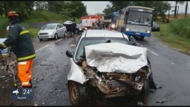 Vários acidentes são registrados no Sul de Minas; uma pessoa morre na MG-050, em Passos - Vários acidentes são registrados no Sul de Minas; uma pessoa morre na MG-050, em Passos