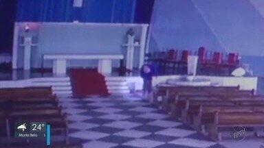 Câmera de segurança flagra furto em igreja em Poços de Caldas (MG) - Câmera de segurança flagra furto em igreja em Poços de Caldas (MG)