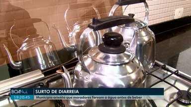 Secretaria de Saúde orienta que moradores fervam até mesmo água mineral antes de beber - As investigações pra entender o que tem causado um surto de diarreia em cascavel continuam.