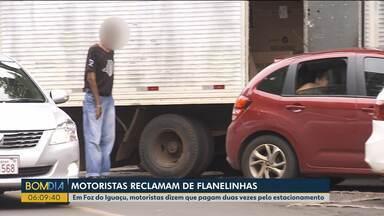 Motoristas reclamam de flanelinhas em Foz do Iguaçu - Alguns exigem dinheiro antes do motorista parar o carro.
