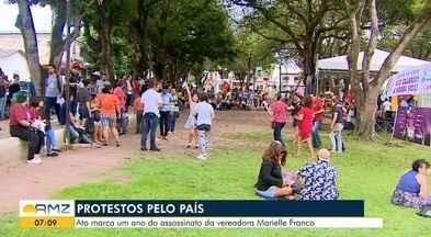 No AP, ato em homenagem a Marielle pede buscas pelos mandantes e o fim do feminicídio - Manifestação iniciou na tarde desta quinta-feira (14) na Praça Floriano Peixoto, Centro de Macapá e deve terminar às 22h.