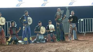 Assista ao bloco 02 do Caminhos do Campo do dia 17 de março de 2019 - Os bastidores do rodeio da ExpoUmuarama e a história do locutor que narrou histórias por 25 anos na feira agrícola