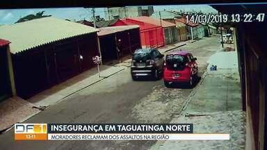 Bandido anuncia assalto e arranca idoso de carro - Crime foi na tarde de quinta (14), em Taguatinga. Criminosos levaram carro do policial aposentado João Batista Florindo, de 77 anos. Veículo não tem seguro.