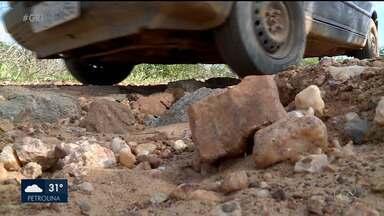 Condutores reclamam de excesso de buracos em vias que dão acesso a povoados de Petrolina - As vias dão acesso aos povoados de Miradouro, Poço da Cruz, Pedra Grande e outros.