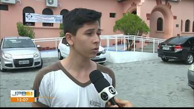 Alunos reclamam do calor em duas escolas estaduais de João Pessoa - Secretaria de Educação da Paraíba informou que problemas na energia das escolas serão resolvidos.