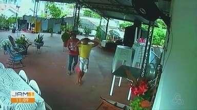 Em Parintins, no AM, assalto assusta população - Suspeitos realizaram disparos.