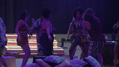 Alberto dança na pista com Rízia, Elana, Gabriela e Rodrigo - Italiano dança na pista de dança