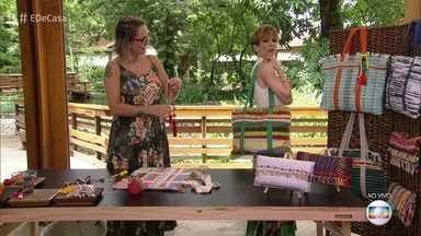 Lu Gastal ensina a transformar tapete em bolsa versátil - Confira as dicas da artesã