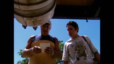 Antônio Fagundes e o filho Bruno Fagundes juntos em 'Carga Pesada' - Relembre!