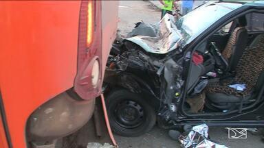 Motorista morre em grave acidente de trânsito em São Luís - Um homem morreu em acidente registrado na manhã desta segunda-feira (18) quando bateu em um ônibus no bairro São Cristóvão.