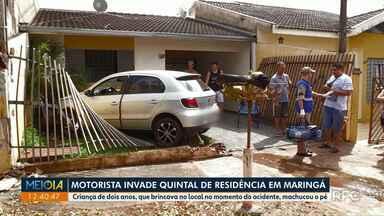 Motorista perde o controle do carro e invade quintal de residência em Maringá - Criança de dois anos, que brincava no local no momento do acidente, machucou o pé.
