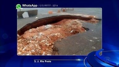 Moradores reclamam de buraco em Nova Granada - Os moradores de Nova Granada (SP) estão incomodados com um buraco que está aberto próximo à uma creche na cidade. Segundo eles, o buraco está acumulando água.