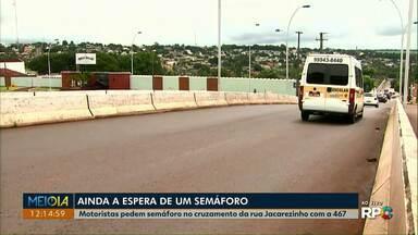 Motoristas continuam à espera de instalação de semáforo na região Norte de Cascavel - Reivindicação é para que equipamento seja instalado no cruzamento da rua Jacarezinho com a BR-467.