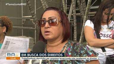 Trabalhadores demitidos por empresa terceirizada protestam por não receberem direitos - Uma mulher foi demitida após anunciar gravidez no local de trabalho.
